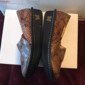 Alegria Shoes - EUC, snake skin print, very comfy & cute, these ha